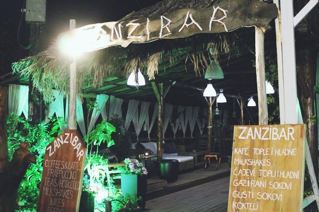Sarti (Sithonia) at night.Sarti (Sitonija) nocu.Zanzibar bar Sarti.
