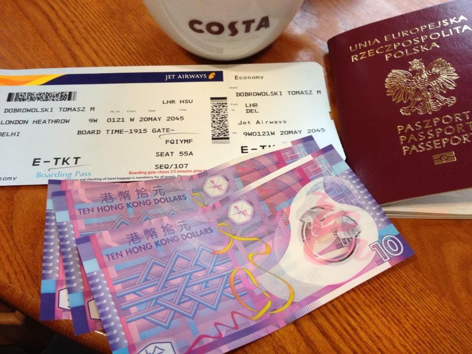 Chińskie pieniądze, bilet wraz kawa costa