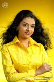 Radhika-Hot-Malayalam-Actress-4