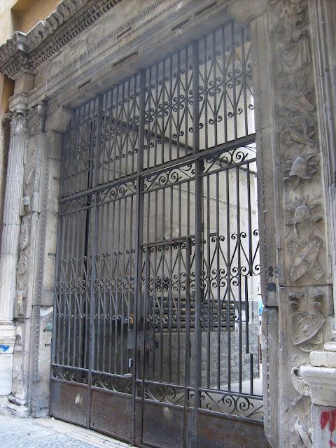 Portale del palazzo De Scorciatis