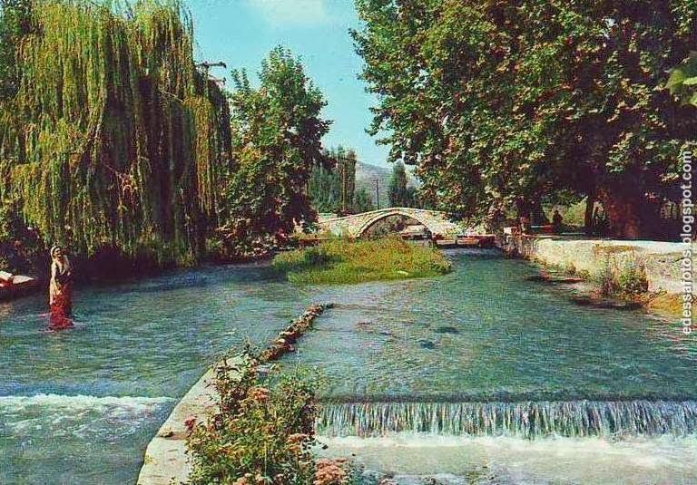 Στο βάθος η βυζαντινή γέφυρα