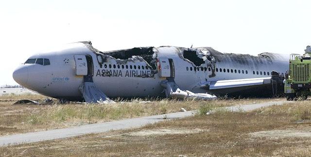 Boeing 777 del vuelo Asiana 214 tras el accidente en el Aeropuerto de San Francisco