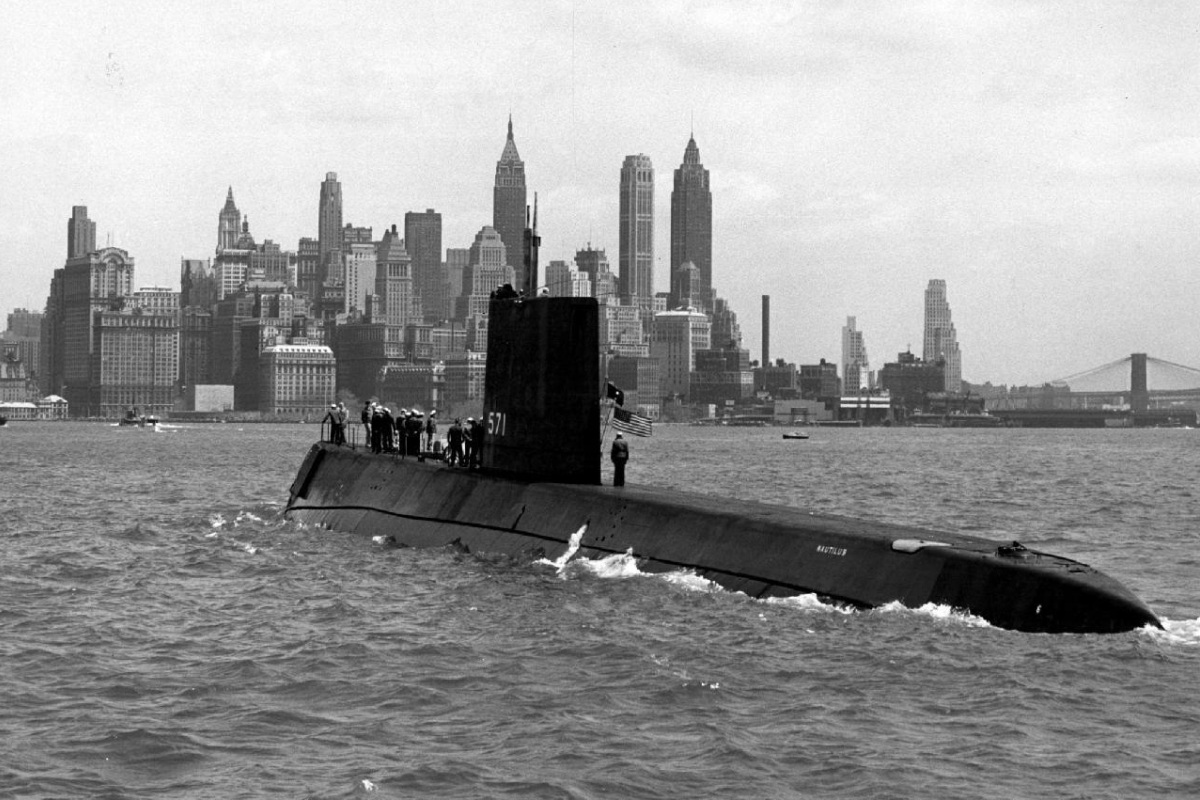 http://3.bp.blogspot.com/-i80pInXkpxI/T3fTsGDpL9I/AAAAAAAAA0M/-mfHONcayZM/s1600/USS-Nautilus-SSN-571.jpg
