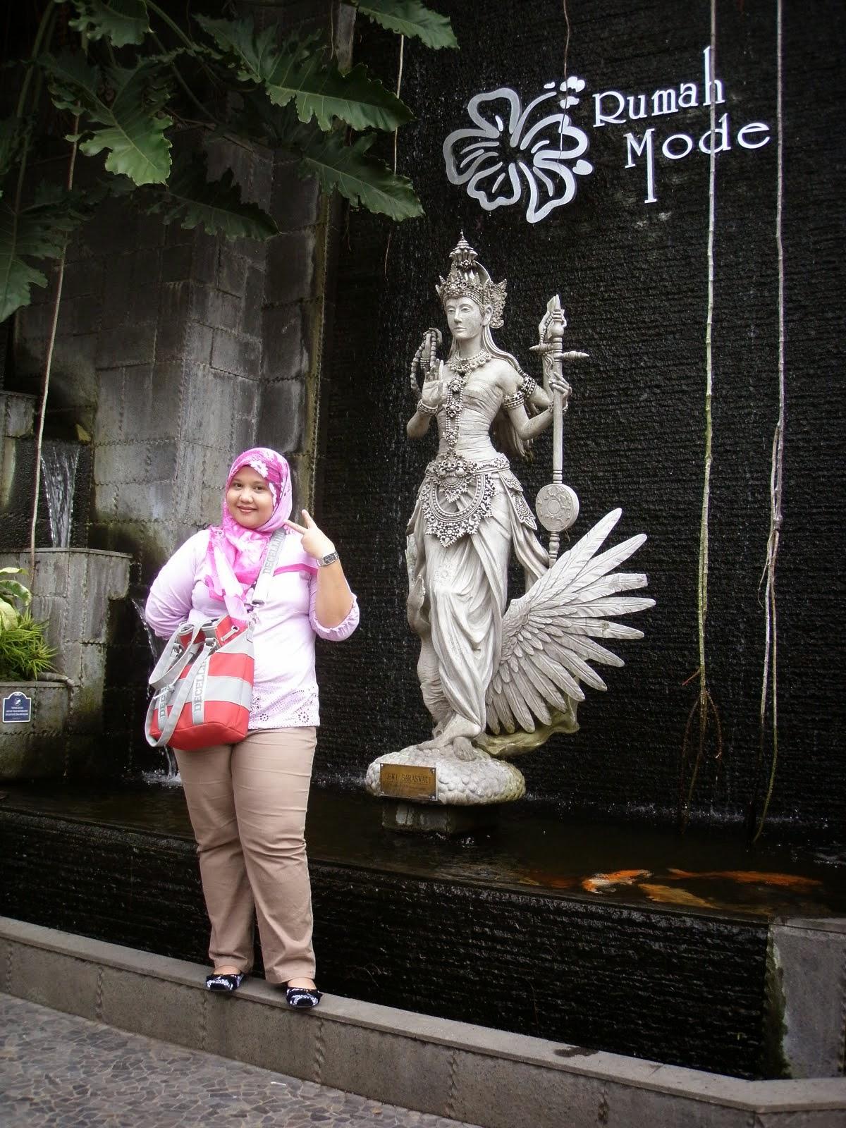 AKU DI BANDUNG, INDONESIA....