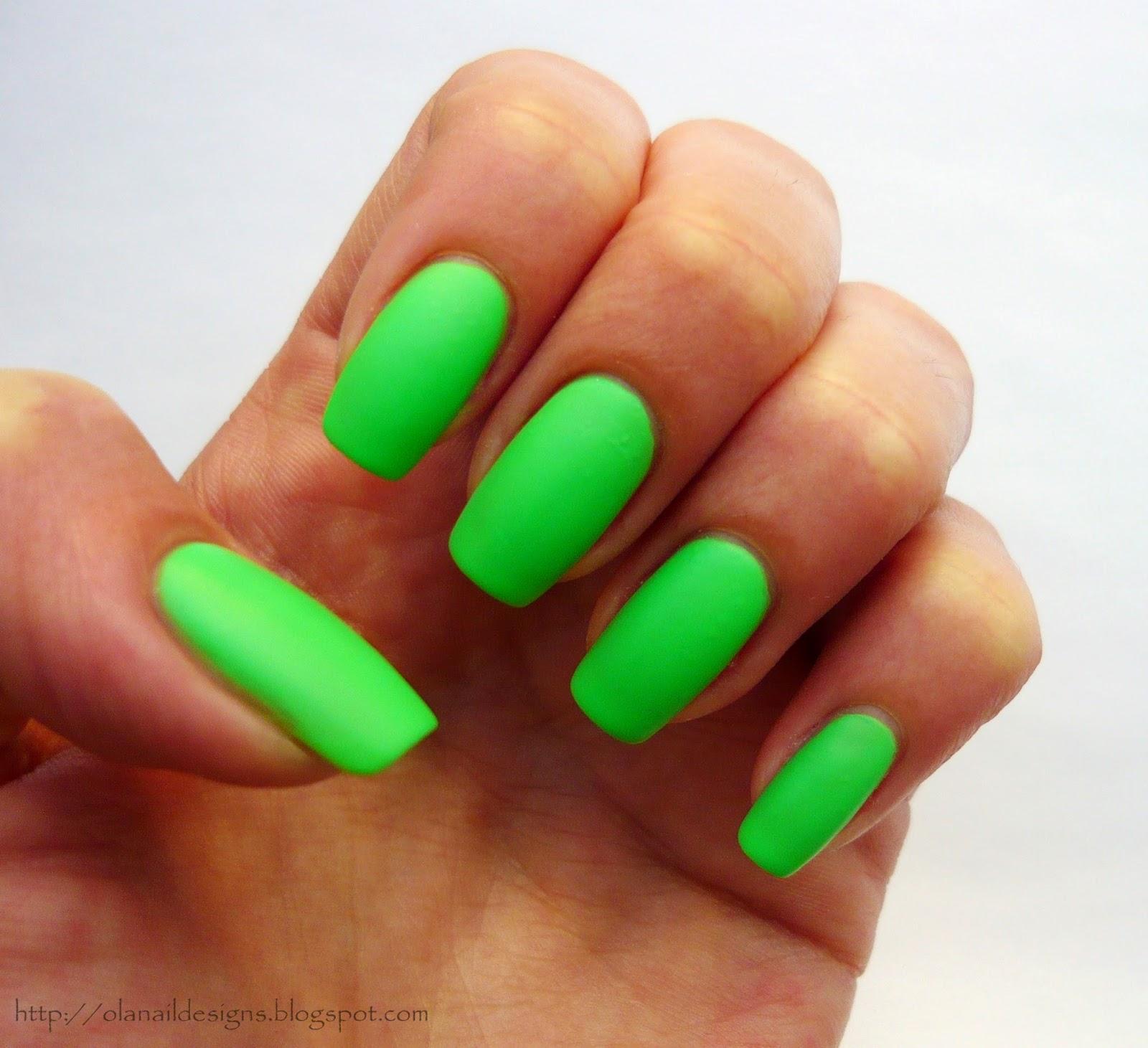 zielone matowe neonowe paznokcie