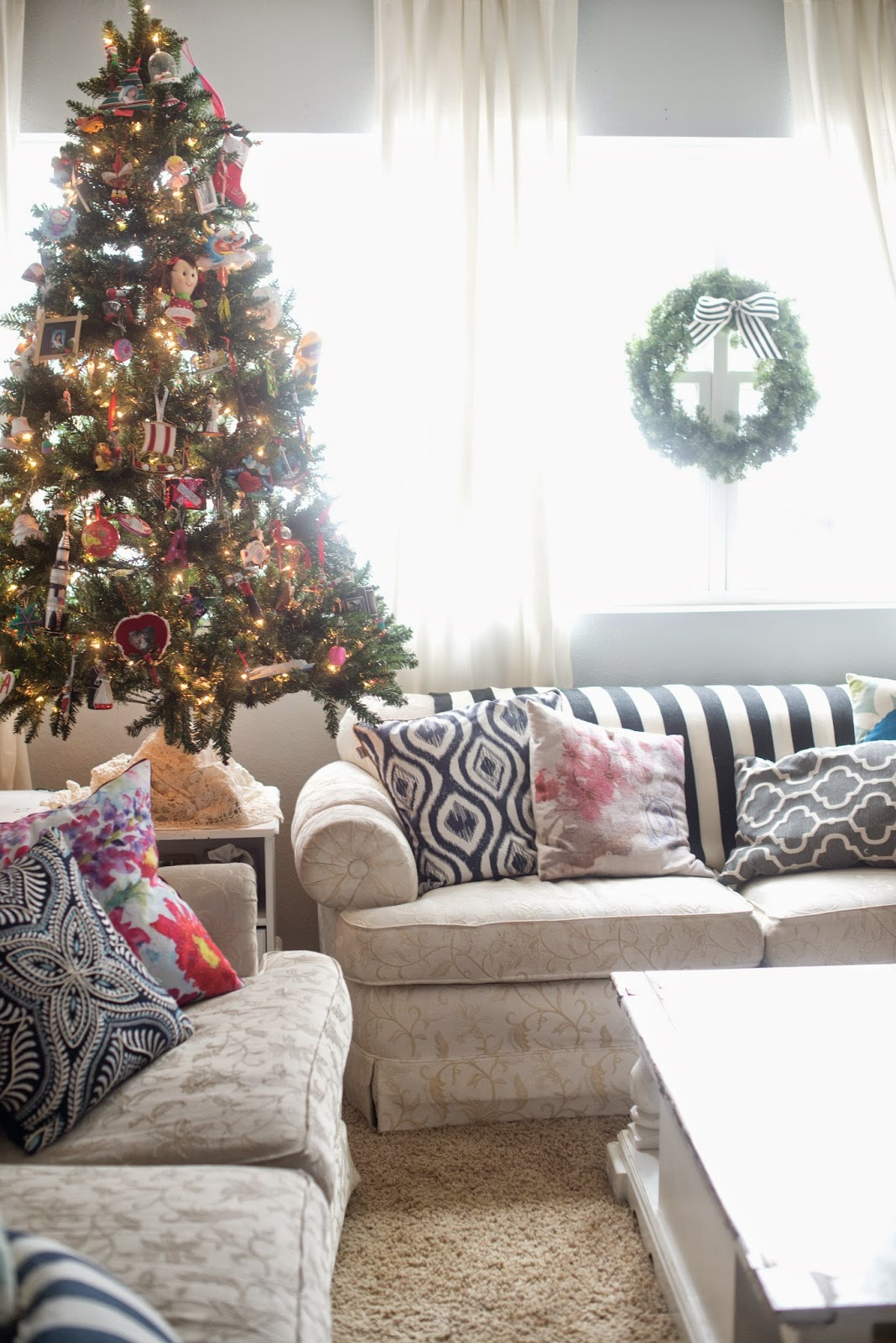 Domestic Fashionista: Colorful and Bright Christmas Living Room