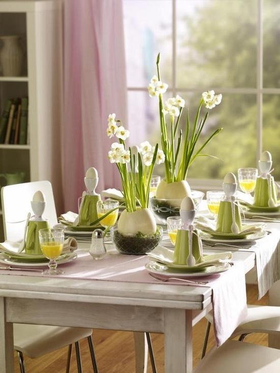 Sunday brunch 12 spring easter table settings mythirtyspot for Table 52 sunday brunch