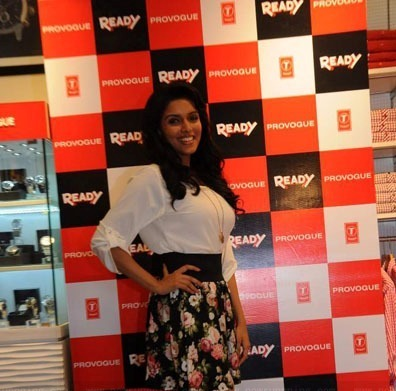 Asin Promotes Ready Film At Provogue Store hot images
