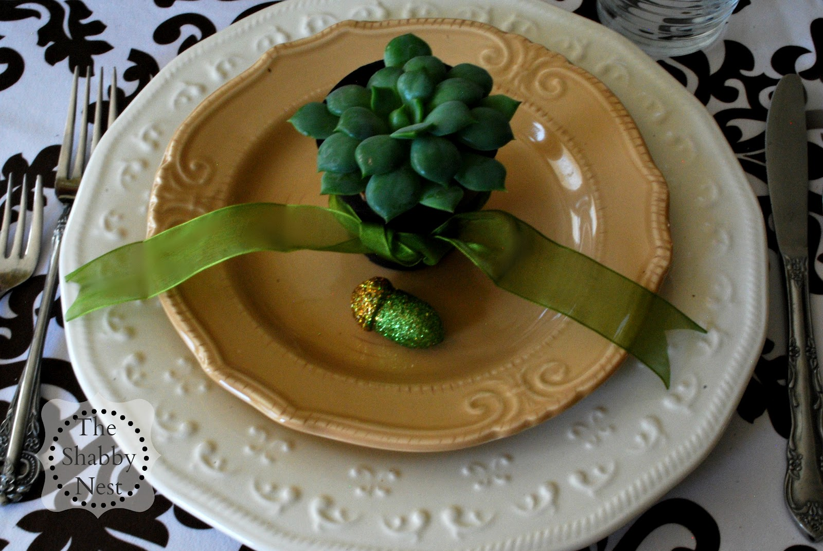 The Shabby Nest: Easy Ideas for a Pretty Fall Tablescape~