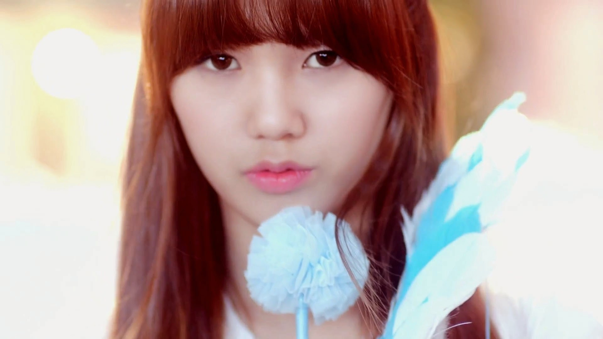 Oh My Girl's Mimi in Cupid MV