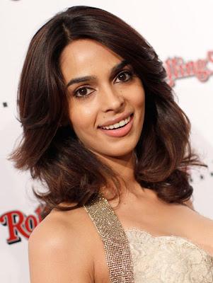 Bollywood girls Nice Lips For Kiss wallpaper