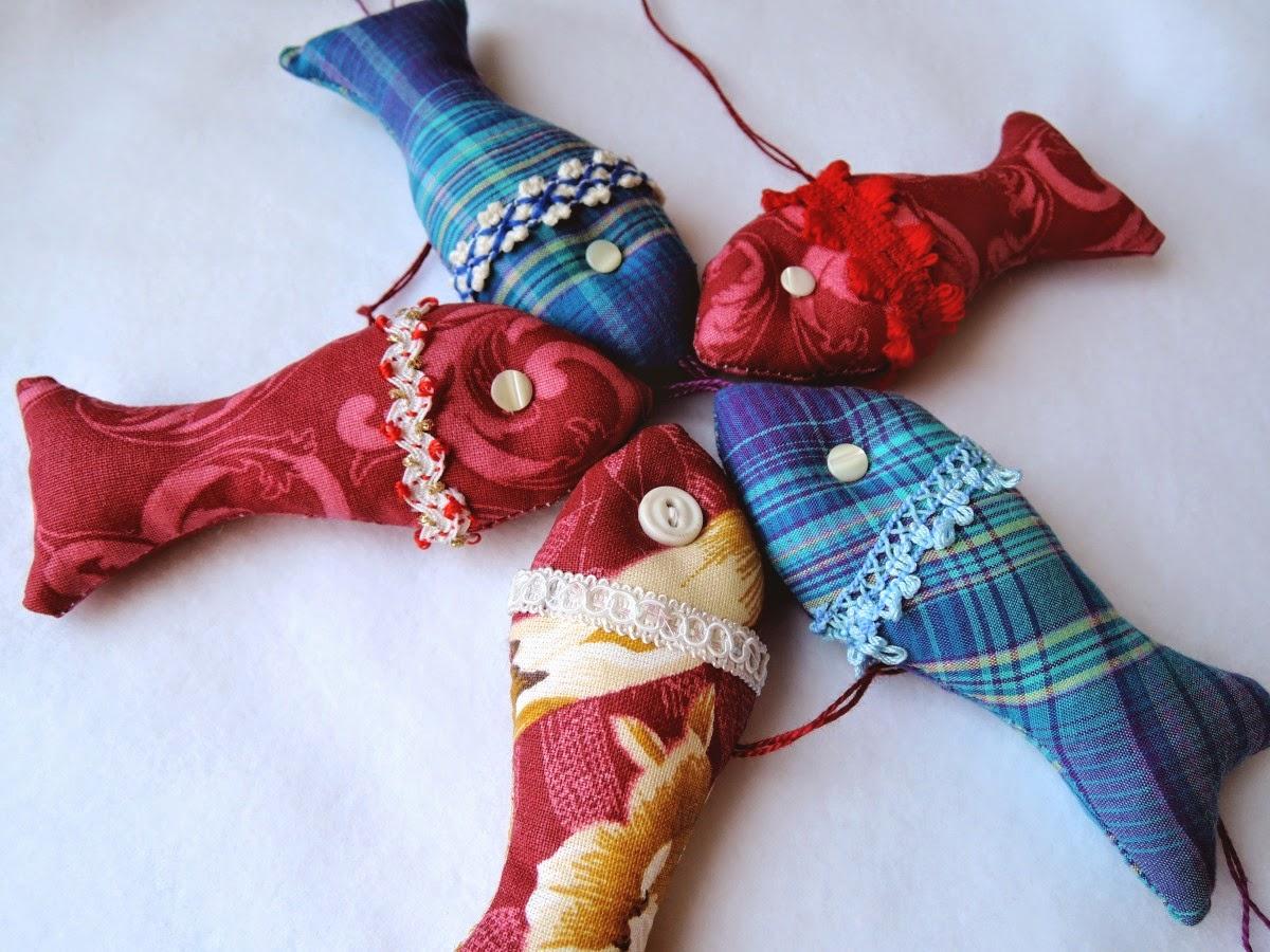 разноцветные маленьки рыбки