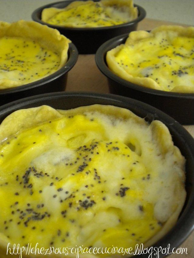 A casa nostra ci piace cucinare mini tortine salate fontina e semi di papavero semplici - Ci piace cucinare ...