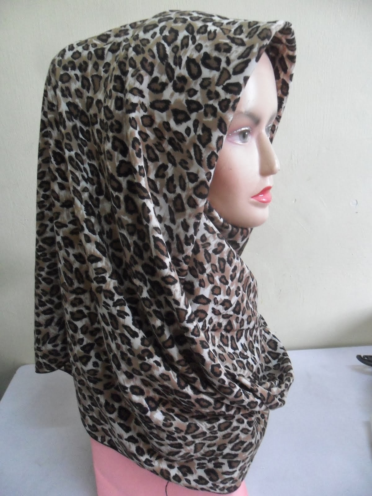 NEW CUSTOMADE COLLECTION : TUDUNG BAWAL LEOPARD PRINTED CREPE...