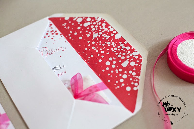 invitatie handmade nunta, invitatii nunta, invitatii personalizate, invitatie deosebita, invitatie nunta eleganta, invitatie panglica fucsia, invitatii handmade, vixy.ro, plic invitatie personalizat