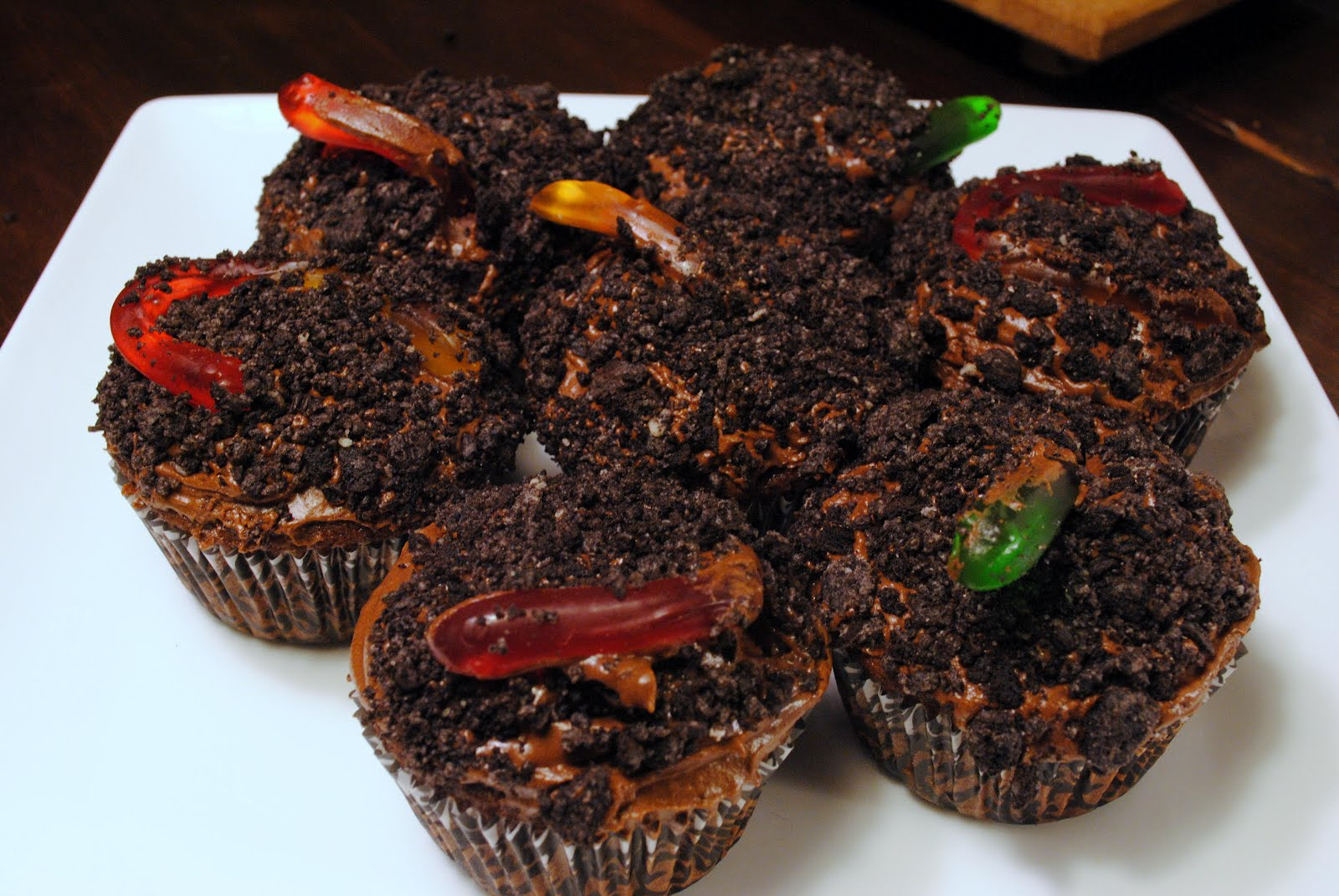 Nancy Bakes: Dirt and Worm Cupcakes