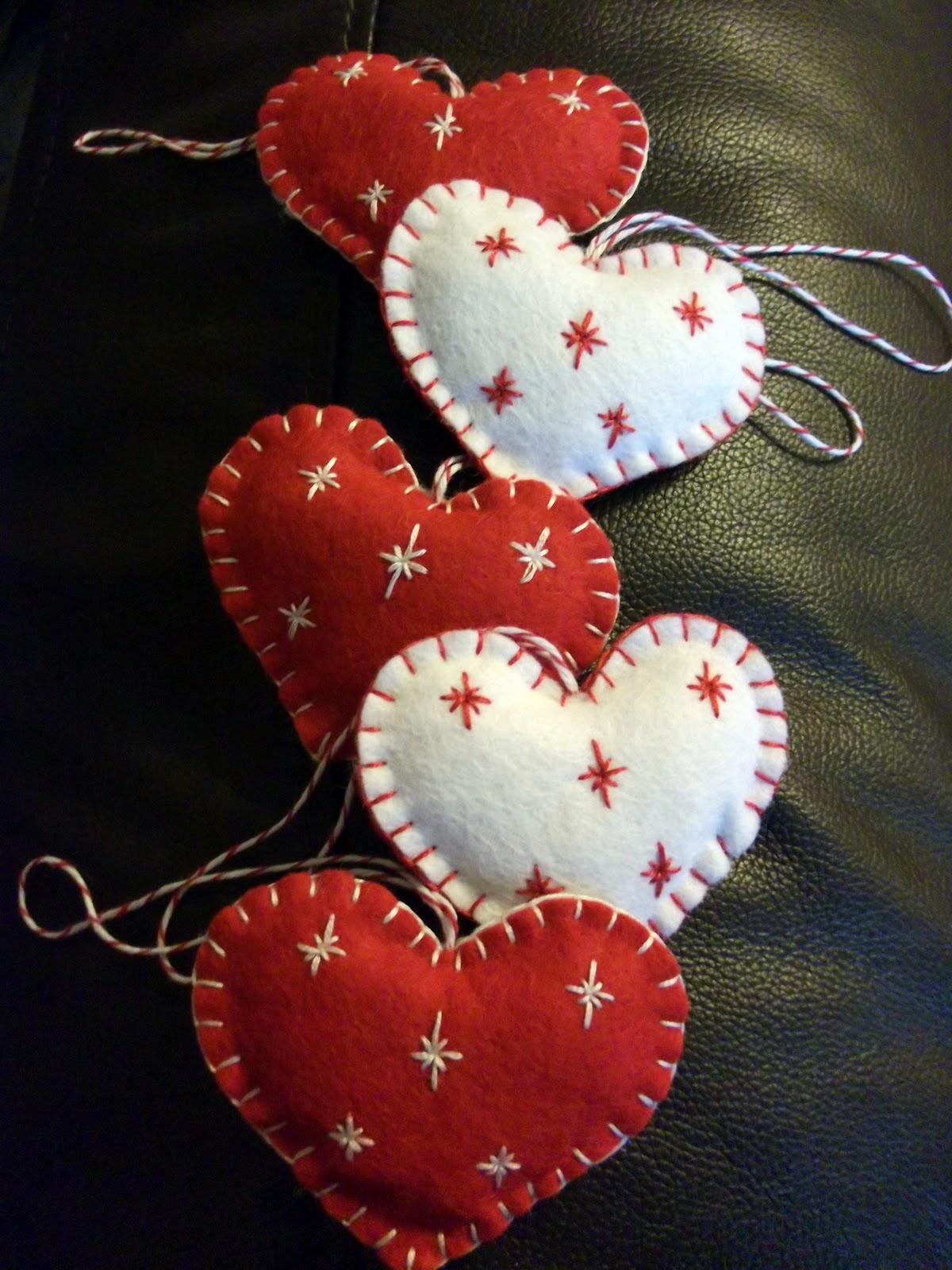 Kandipandi christmas felt makes - How to make felt christmas decorations ...