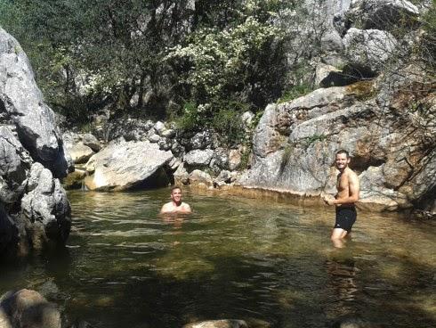 Baño en charca de arroyo ruta Salto del Cabrero