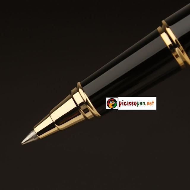 Tay nắm và ngòi bút cao cấp Picasso 933 được thiết kế mạnh mẽ