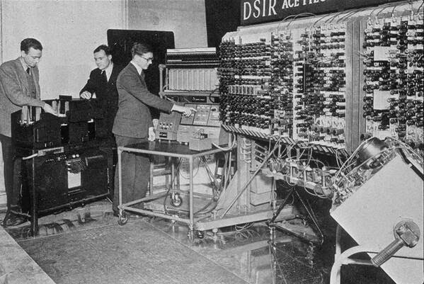 64 Historical Pictures you most likely haven't seen before. # 8 is a bit disturbing! - The first computer in England, 1950