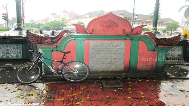 Tulisan Monumen Batik sebelum dibongkar