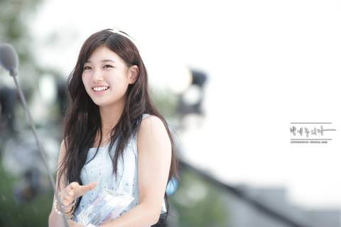Foto Cewek Korea Senyum manis