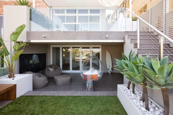 conseils d co et relooking des id es modernes pour l 39 espace ext rieur petit. Black Bedroom Furniture Sets. Home Design Ideas