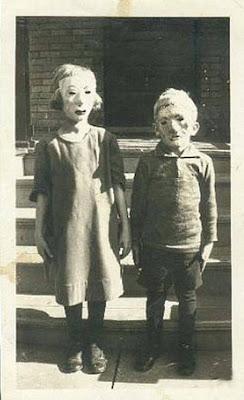 foto antigua de disfraces para el dia de brujas