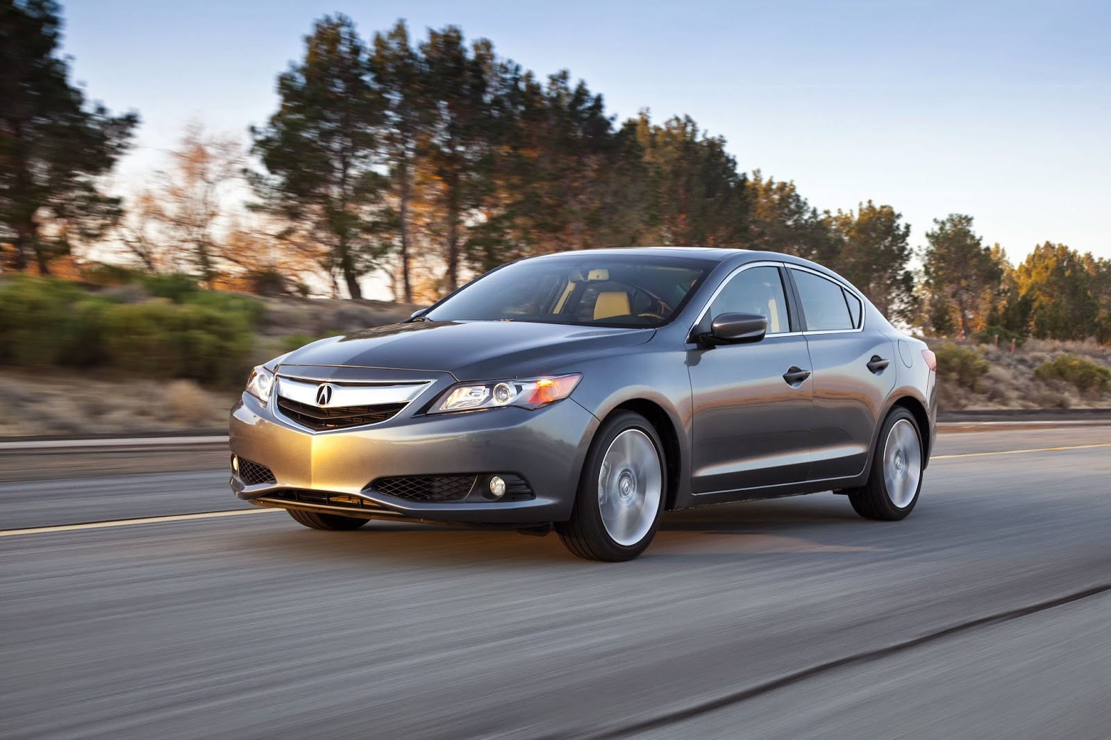 Front 3/4 view of 2015 Acura ILX 2.0 Tech