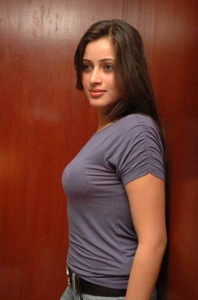 hot girlzz hina aslam going to karachi