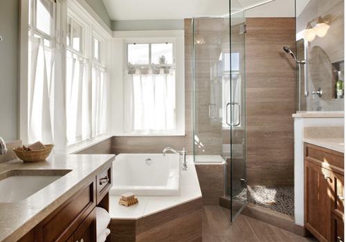 20 banheiros decorados com revestimento que imita madeira  Decor Alternativa -> Banheiro Pequeno Cor Clara