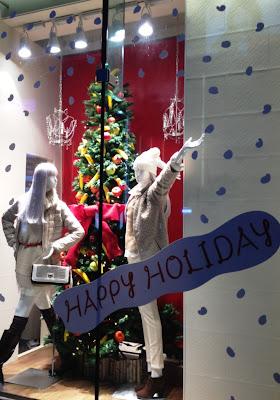 キャリーぱみゅぱみゅで人気のguのクリスマスショーウィンドウ