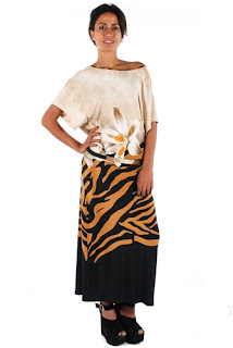 afrodit çiçekli elbise modeli yuvarlak yaka
