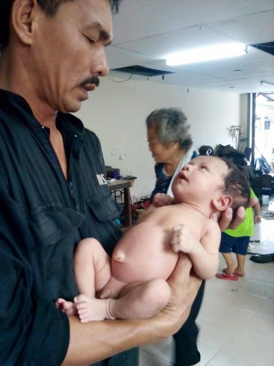 Bayi Dibuang Dalam Kebuk Pembuangan Sampah