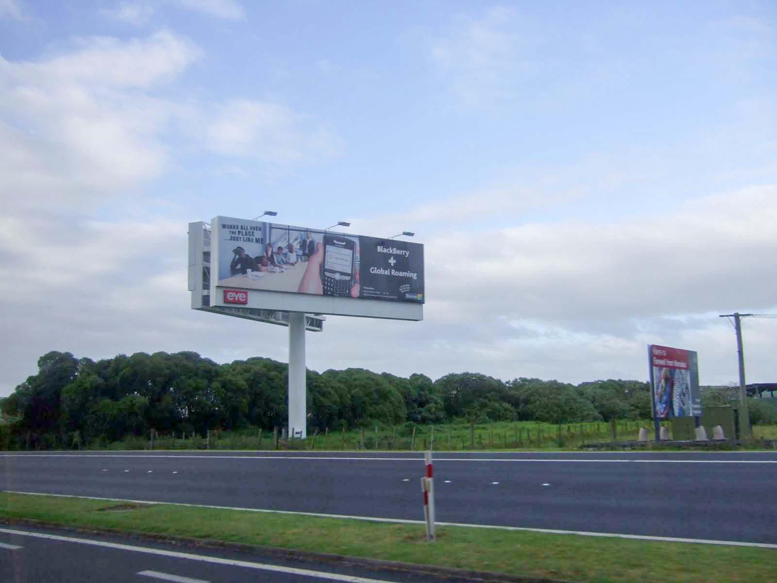 道路,看板,空,雲,森林,オークランド国際空港へ〈著作権フリー無料画像〉Free Stock Photos
