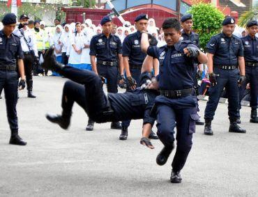 Pengambilan Polis Pdrm Tidak Mudah Mengambil Melahirkan Anggota Polis My Adha