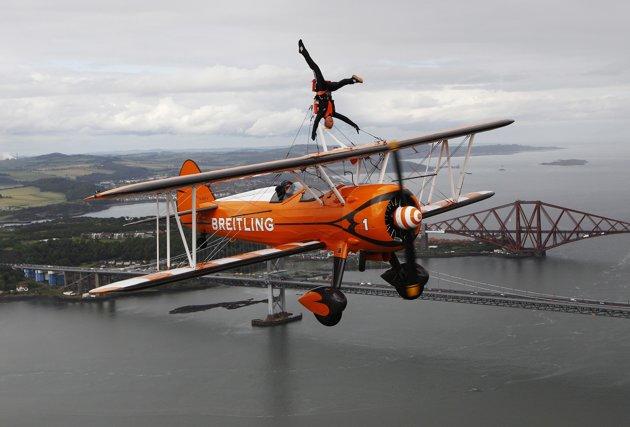 Foto-Foto Aksi Gila Akrobatik Yang Menantang Bahaya