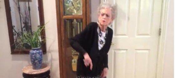 vídeo vozinha de 90 anos dançando whitney houston eu adoro morar na internet