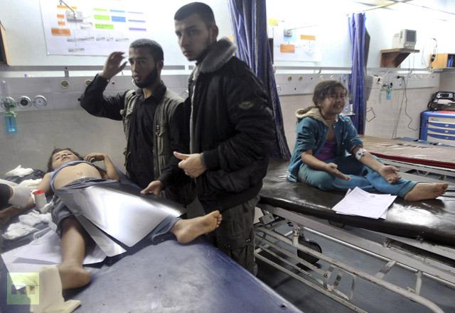 Crianças palestinas feridas por ataque israelense