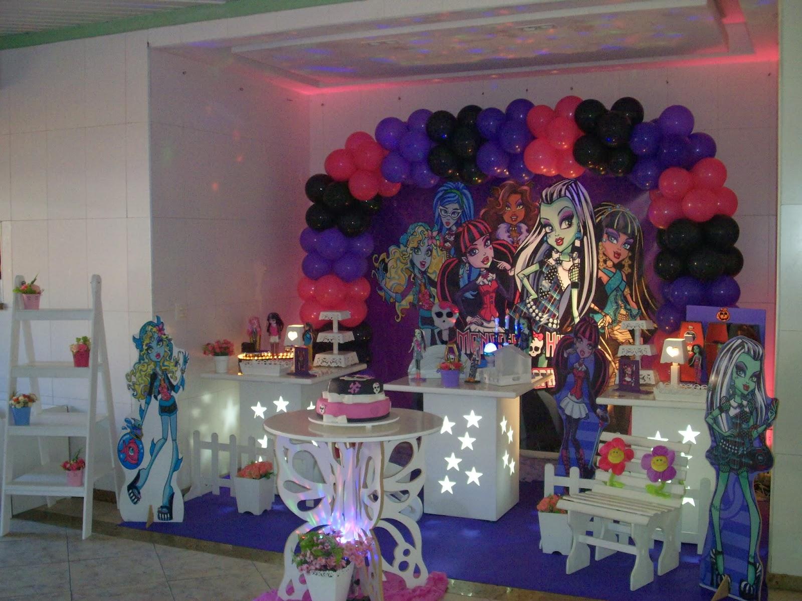Monster High - Decoração com mesa provençal para festa de aniversário infantil