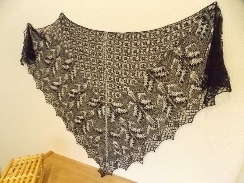 TE KOOP: Zwarte alpaca-silk shawl