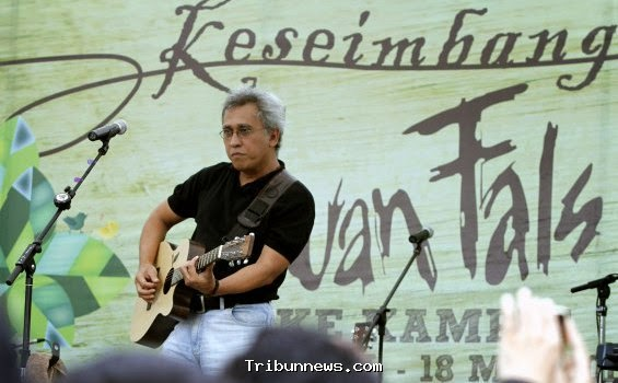Iwan Fals Perform Album Keseimbangan