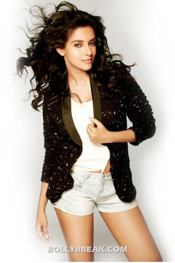 Asin in shorts and sparkly black blazer - Asin Latest Hot photo shoot