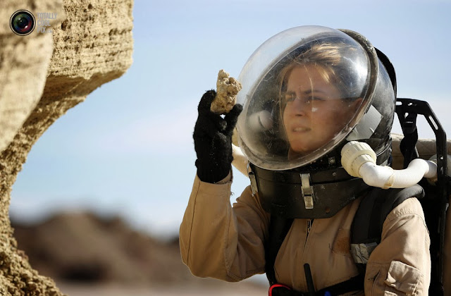 Геолог собирает образцы пород в пустыне в штате Юта. (Jim Urquhart/REUTERS)