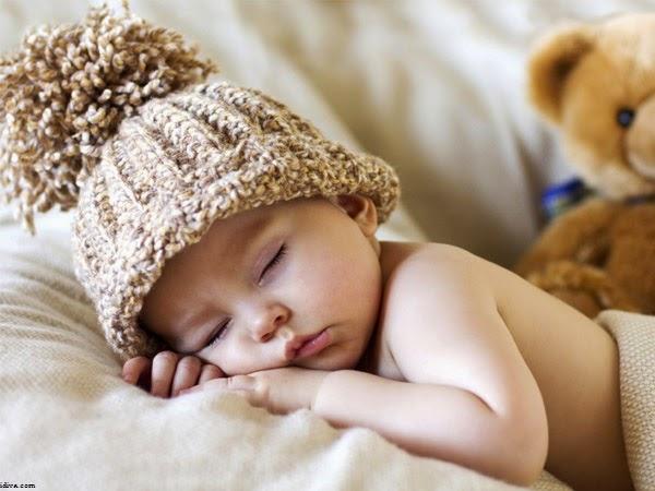 Bébé mimi qui fait dodo