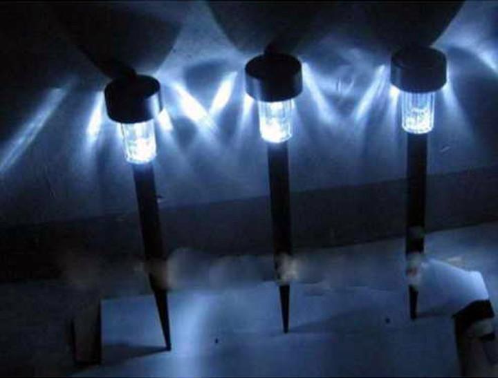 Lampu Taman Tanpa Listrik, Otomatis Nyala Di Malam Hari