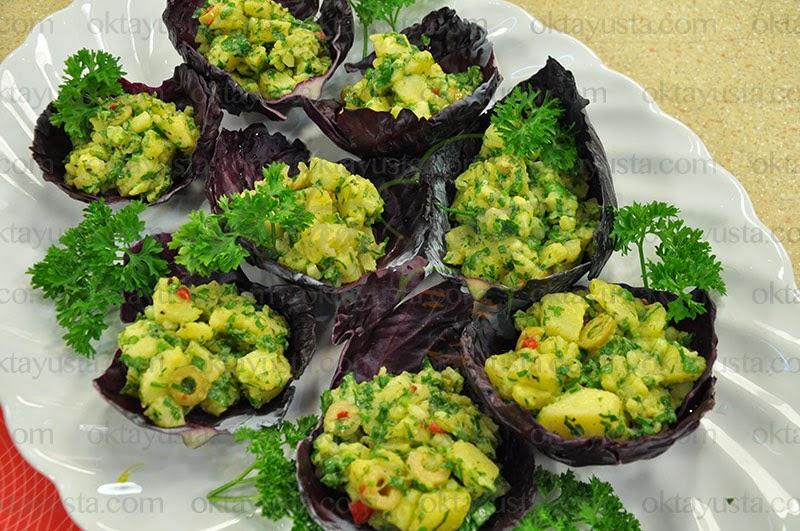 Lahana Çanağında Patates Salatası Tarifi Kolay Yapımı