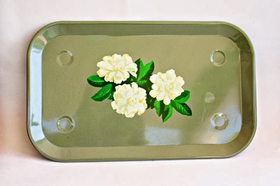 Set of 2 Vintage TV Trays by Acasarella on Etsy via Prodigal Pieces