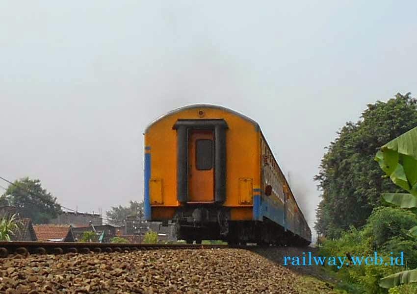 Kereta Api Tawang Alun