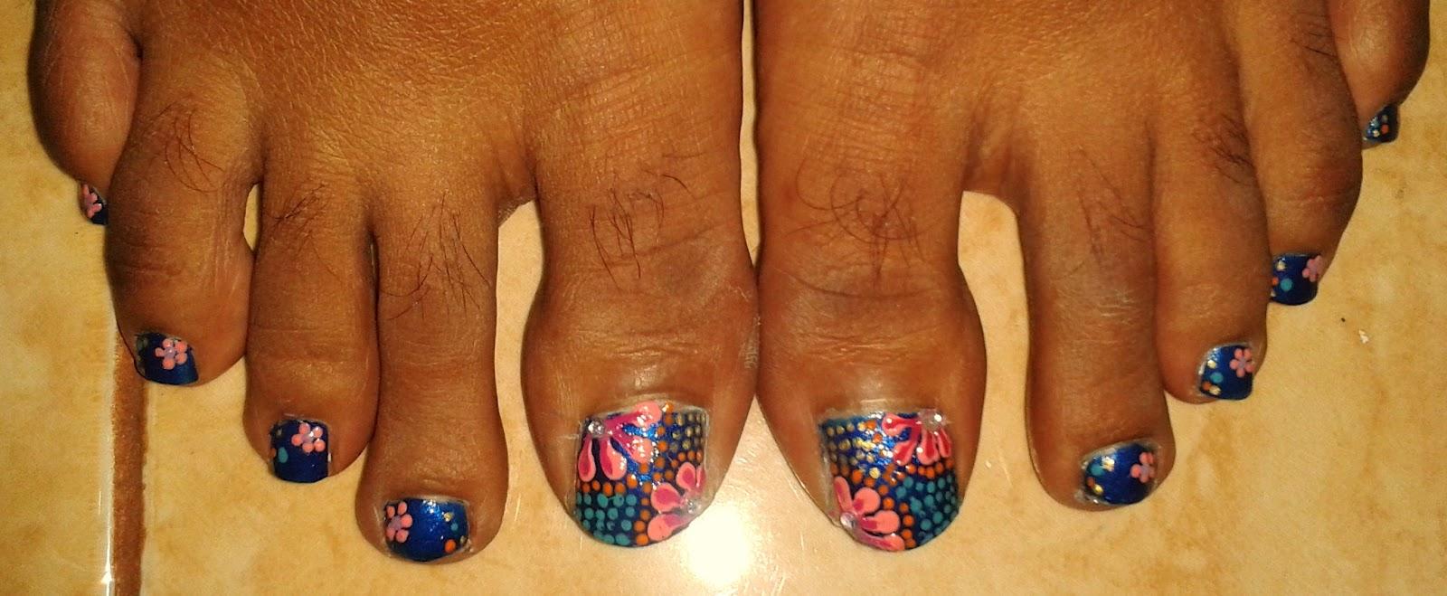 Shalu\'s Scribbles: Nail Art : Polka Dot Flower